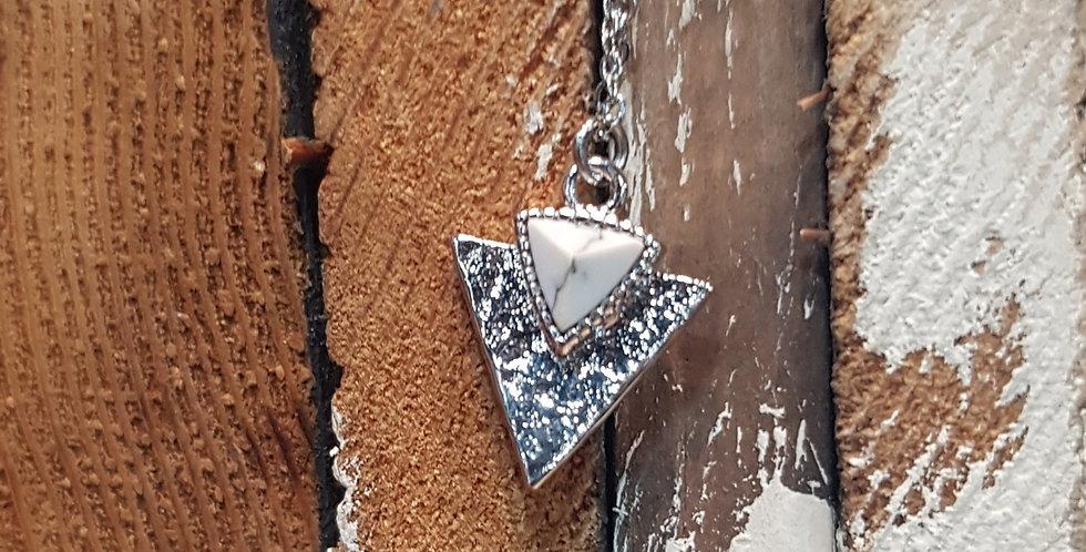 Hammered white howlite necklace