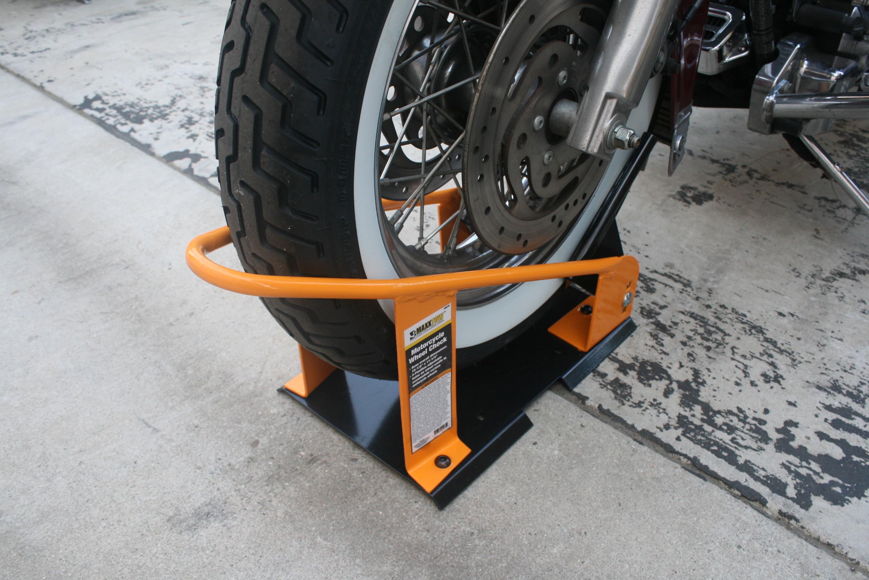 70075 Motorcycle Wheel Chock - Action C.JPG