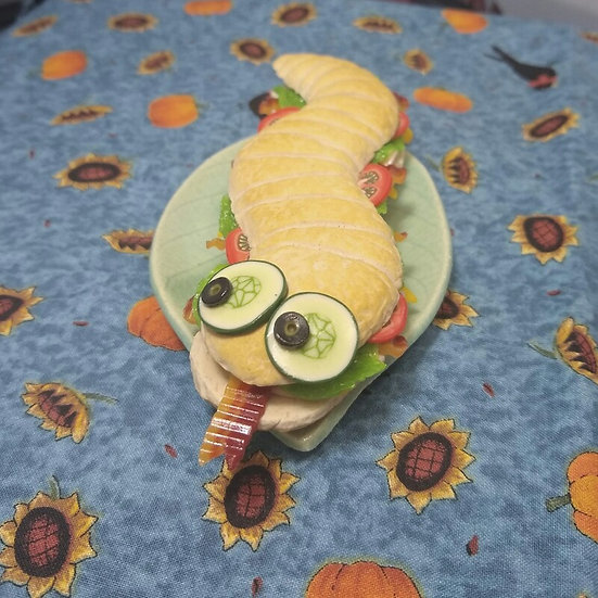 H.S.S.S.(Halloween Snake Sub Sandwich)