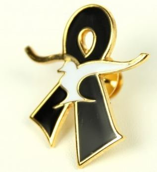 Large Gold Remembrance Pin