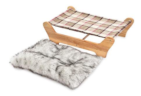 מיטת ערסל איכותית על בסיס עץ מיועדת לחתולים אך גם לכלבים קטנים