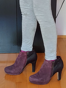 Kira u cipelama od mame.jpg