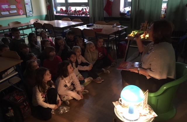 U petak, 21.12.2018. u blagdanskom   ozračju slušali smo priču o najboljem Božiću na svijetu koju nam je pročitala naša ravnateljica.