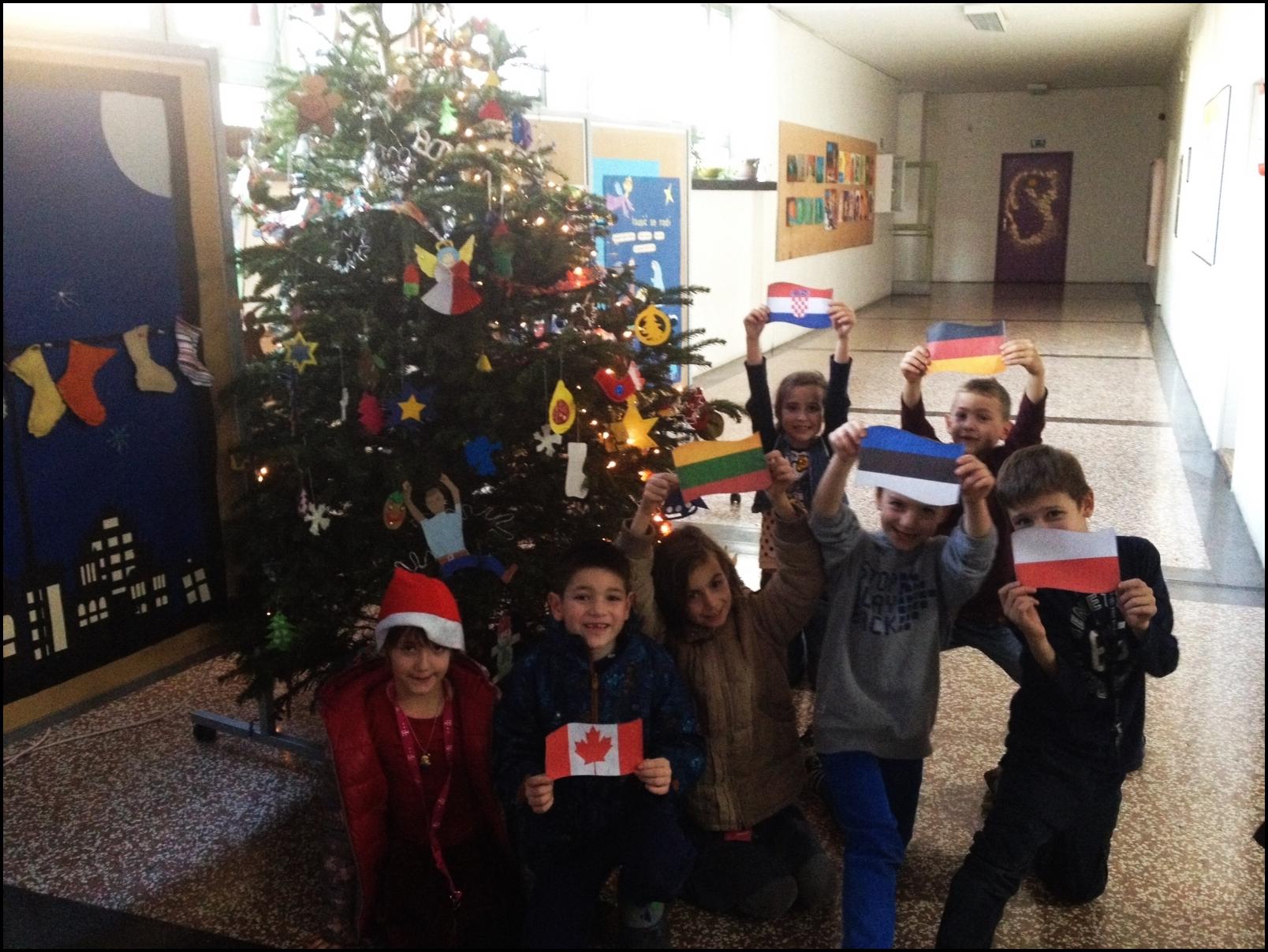 Naše internacionalno božićno drvce!