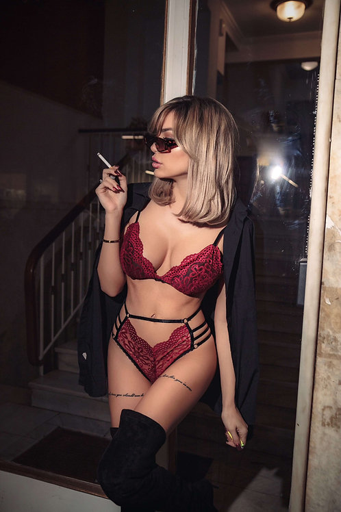 Lace lingerie set with cups