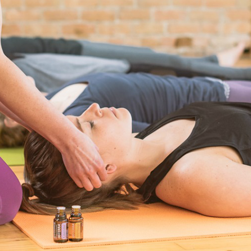 Yoga com óleos essenciais - Potenciar o Amor Próprio!