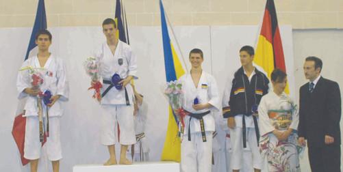 2005 euro 18 toto podium.jpg
