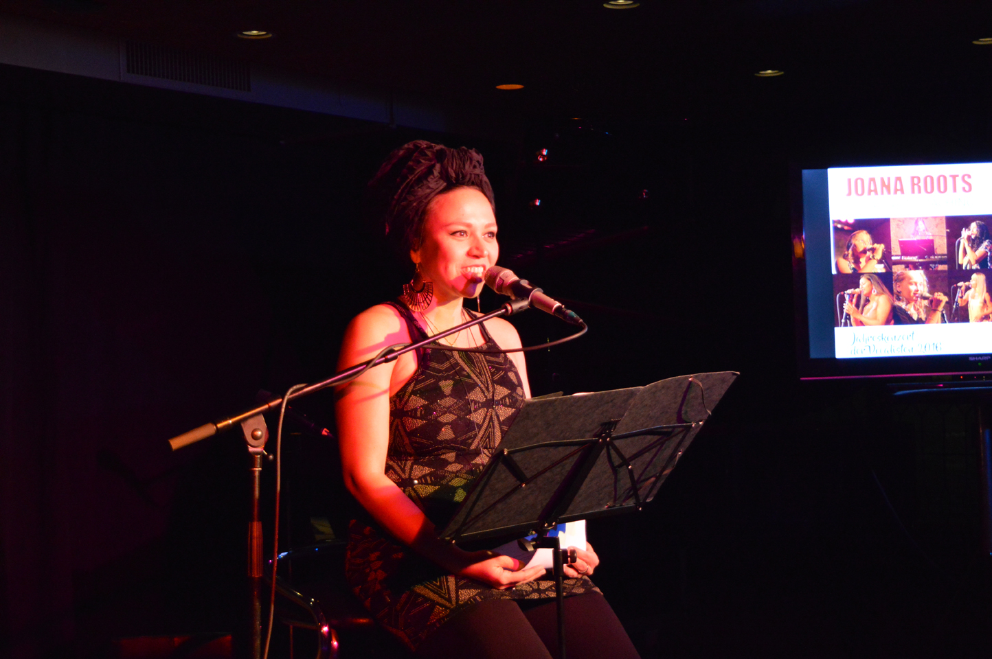 Mahogany Hall Vocal Art Konzert 2016 Joana Roots Anmoderation