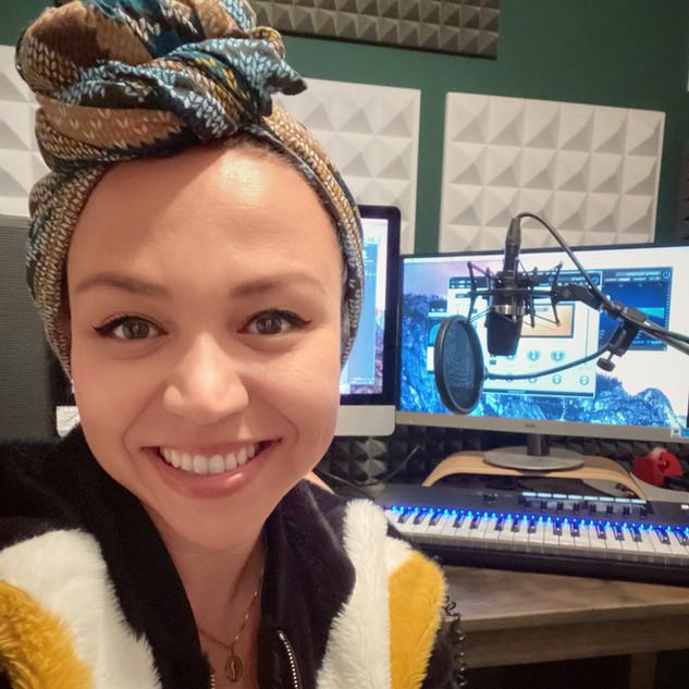 Joana Roots Vocal Coach mit Tonstudio.jp