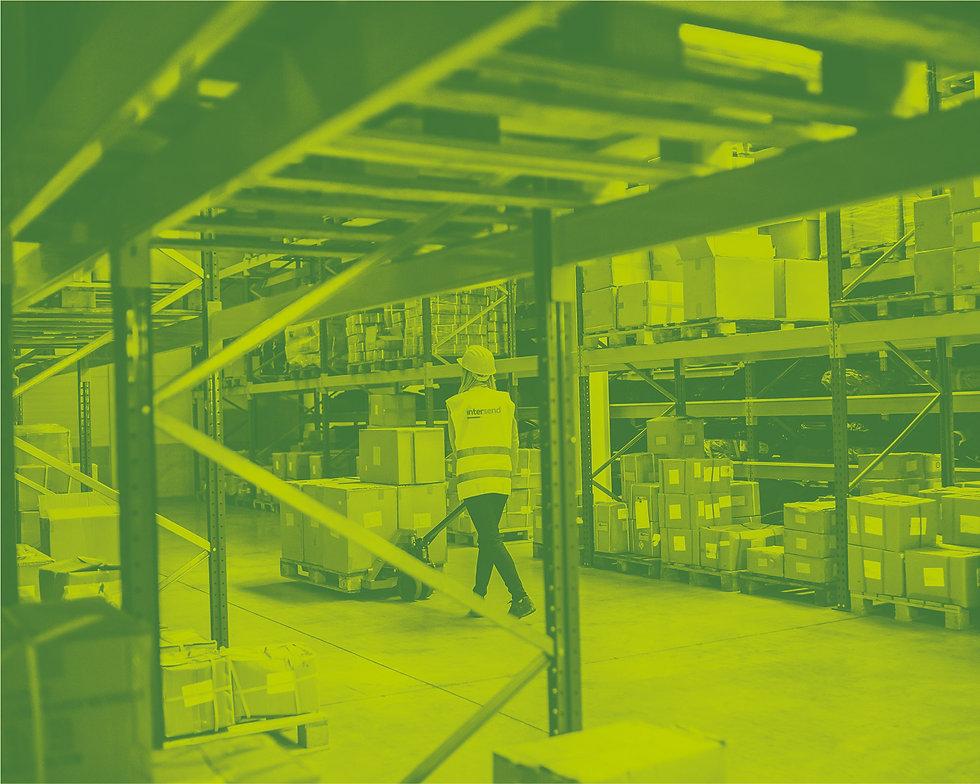 Web_InterSend-Warehouse-Woman.jpg