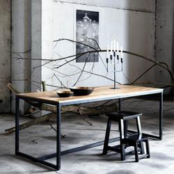 JW ESPO minimalistische tafel.jpg