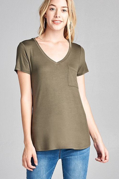 SHORT SLEEVE V-NECK TOP W/ POCKET