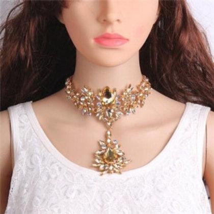 artificial-crystal-flower-design-elegant-women-statement-necklace-champagne