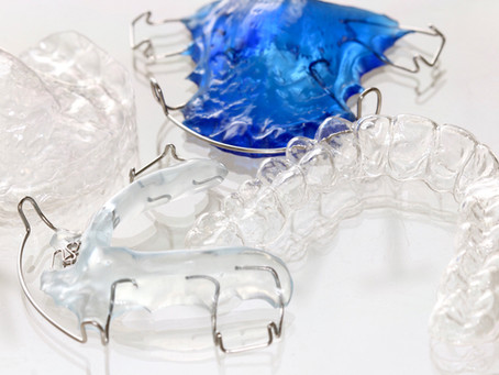 Hvordan rense gom, plater, gjennomsiktige skinner, bittskinner og avtagbar retainer?