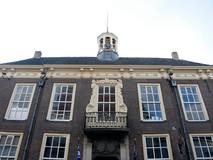 Museum Hulst wil hokken met de VVV