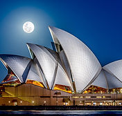 Below-The-Moon-Full-moon-over-the-Sydney