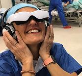 une soignante essaye le dispositif relax