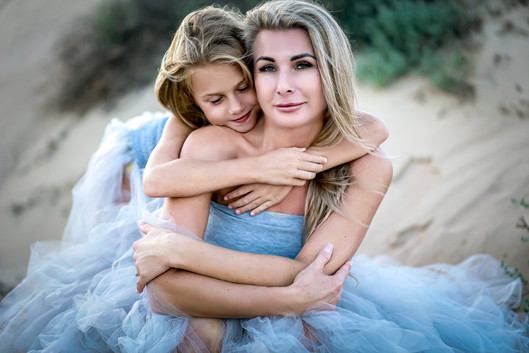 FlashProStudio_Family_photoshoot_mother_and_daughter_moment
