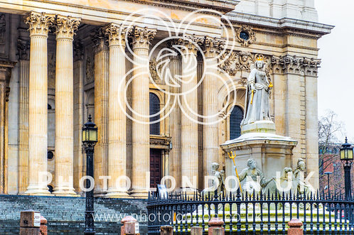 Monument Of Queen Anne In Front Of St. Paul's Cathedral, London