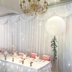 White ivy giant balloons