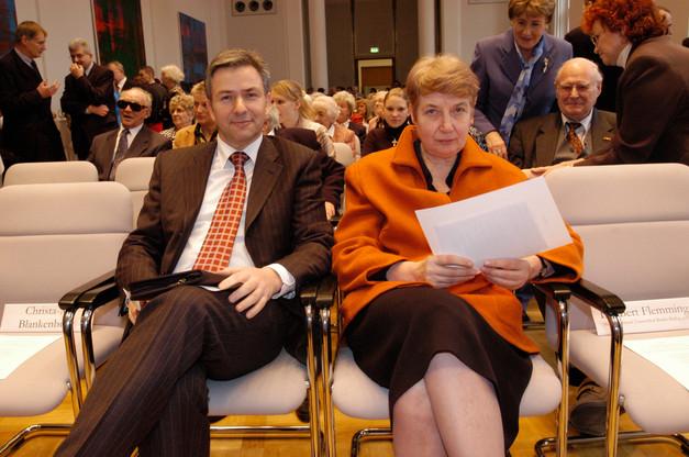 Prof. Barbabara John neben dem Regierenden Bürgermeister Klaus Wowereit im Berliner Abgeordnetenhaus beim Abschied von Christa-Maria Blankenburg.  Foto: Eberhard Auriga.