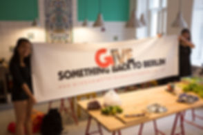 Give something back to berlin banner cop