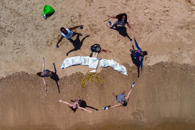 Ação de limpeza de praias é promovida no Dia Mundial das Aves Migratórias