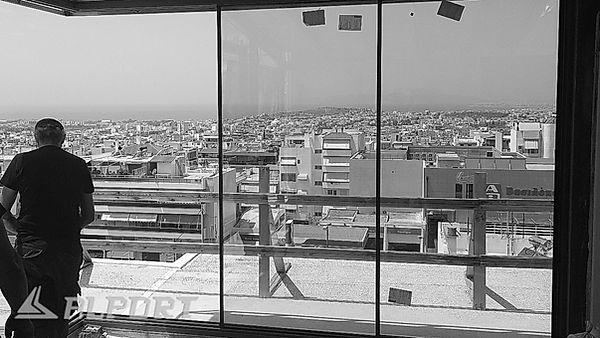 Γωνιακό κούφωμα αλουμινίου χωρίς πλαίσιο. Σε εξέλιξη οι εργασίες τοποθέτησης ενεργειακών minimal κουφωμάτων λεπτού προφίλ σε διαμέρισμα με θέα στον σαρωνικό κόλπο , less frame aluminium, minimal αλουμινια