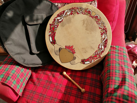 Bodhran with Case including pouch and Tipper