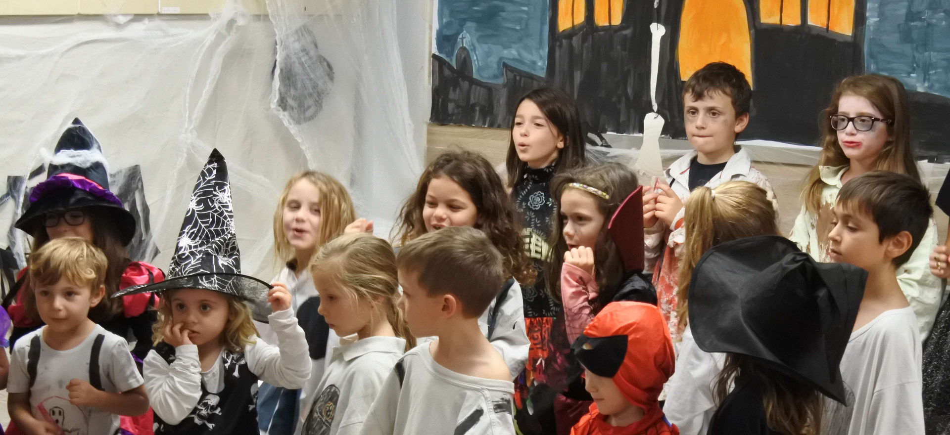 Evoschool stage de vacances bilingue haloween (43).JPG