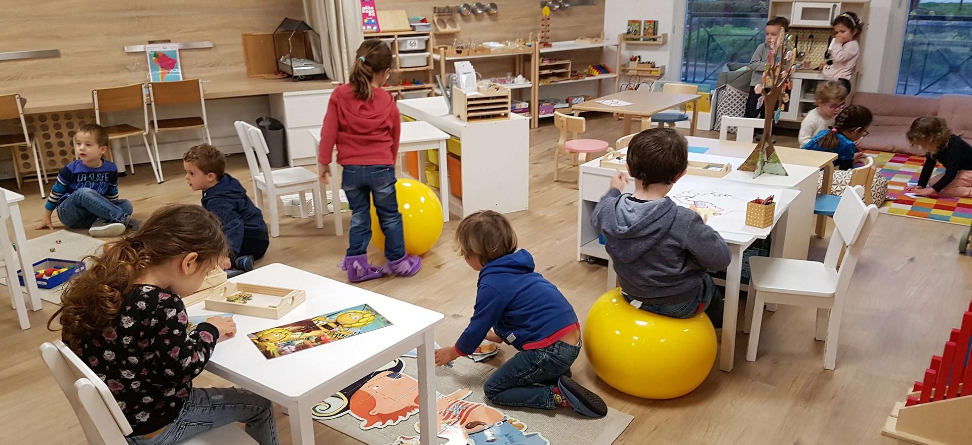 un environnement sobre, riche, stimulant, propice aux apprentissages