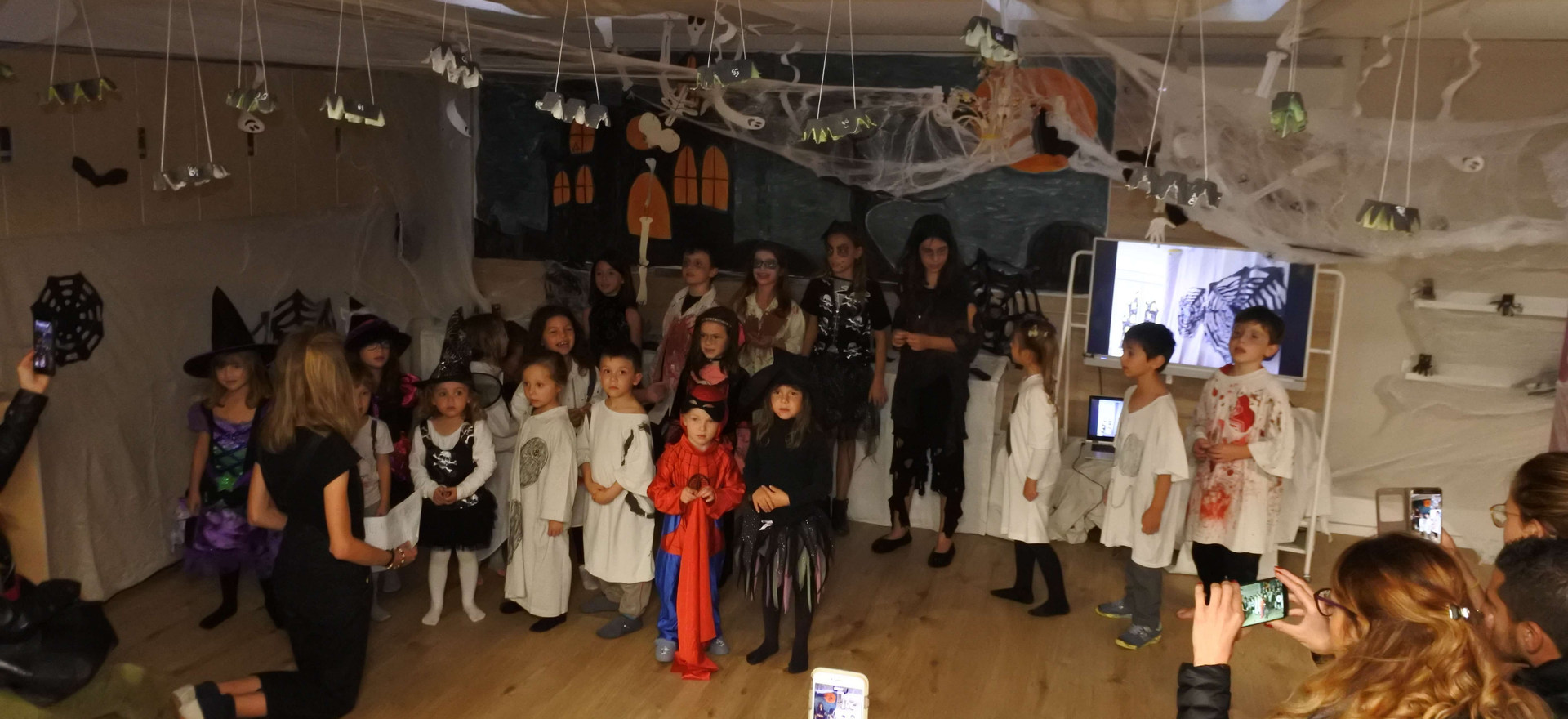 Evoschool stage de vacances bilingue haloween (41).JPG