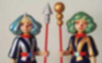 勝田えみ《komainu》《shishi》 檜・布 各H37×W13.5×D11.5cm