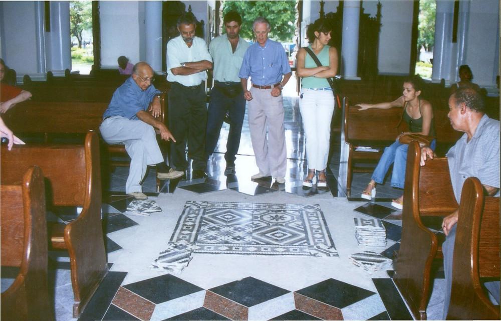 Sr. Joaquim Felício, Mário (sup. irmão), Éber Boy, José Aílton, eu e Dra. Maria José - intervenção no piso, pós enchente