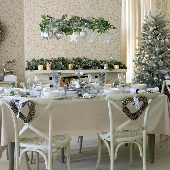 96_0000101f8_0ac6_orh550w550_Neutral-festive-dining-room.jpg