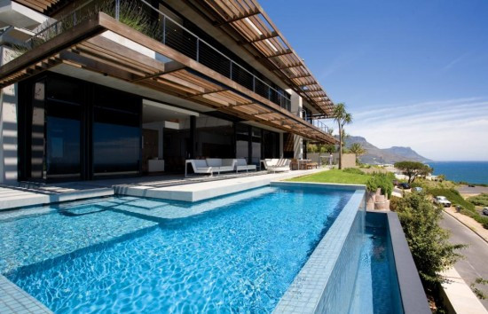 best-swimming-pools-in-the-world-550x354.jpg