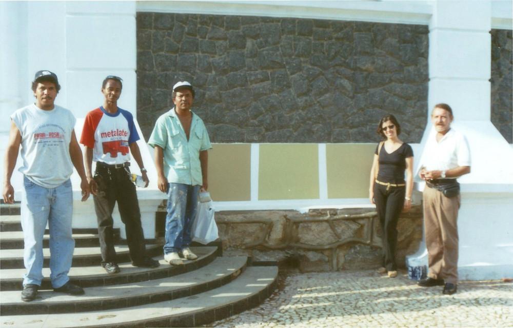 Escolha da pintura externa da igreja, os pintores e eu
