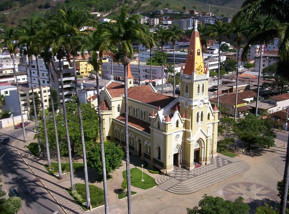 Vista aérea da praça e da catedral