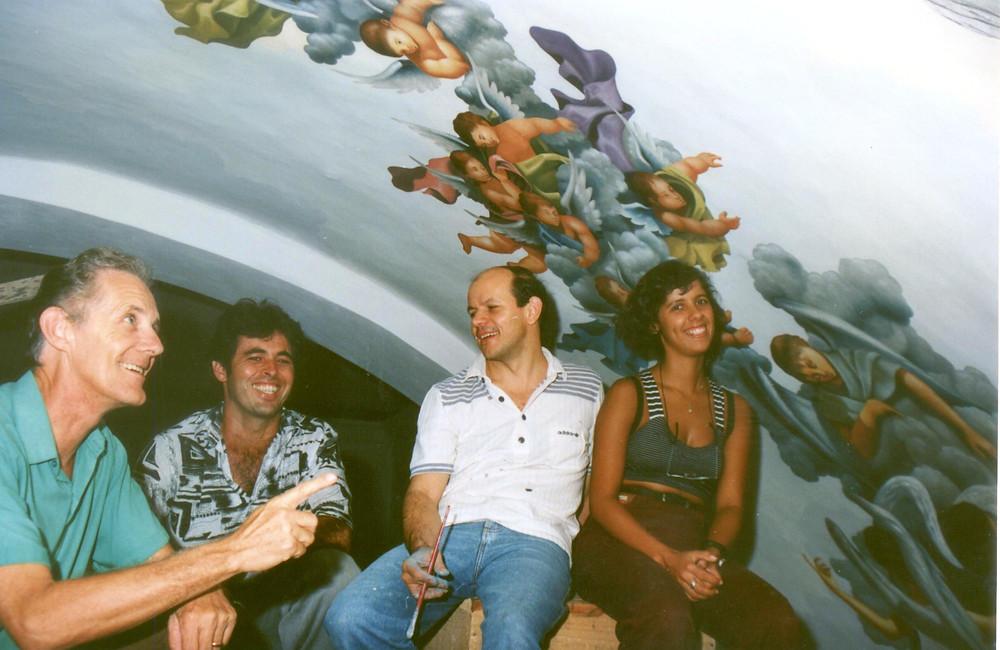 José Aílton, Pe Lázaro, Éber Boy e euzinha ! Pintura da nossa cúpula do côro da igreja