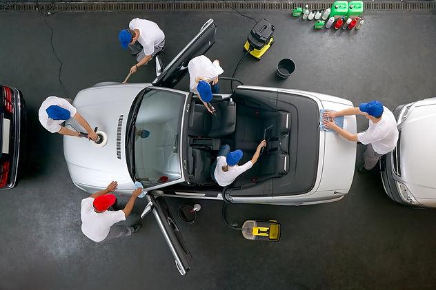 571x380x39376813-car-cleaning-team-1280x