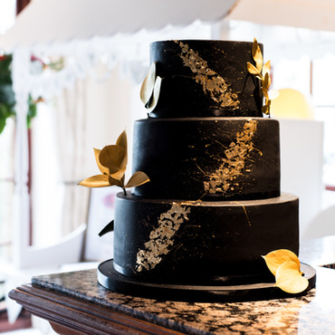 TBD_black and gold wedding cake.jpg