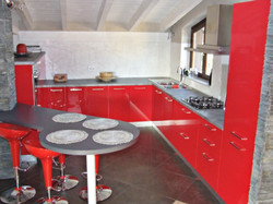 Cucina Rosso Valentino in Mansarda