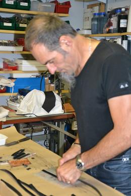 Notre famille s'est spécialisée dans la fabrication artisanale d'articles en cuir