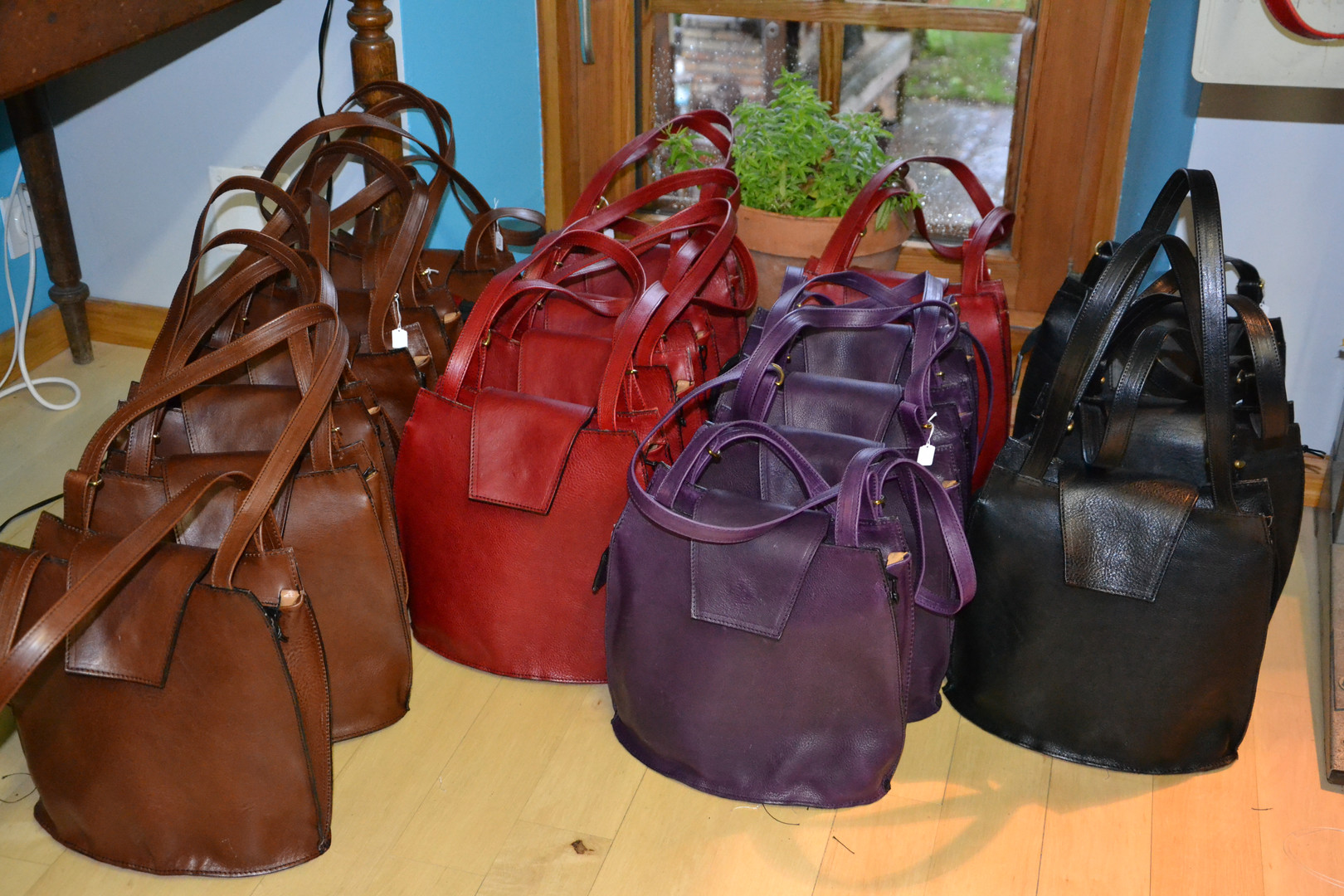 Nos sacs en cuir disponibles en plusieurs couleurs