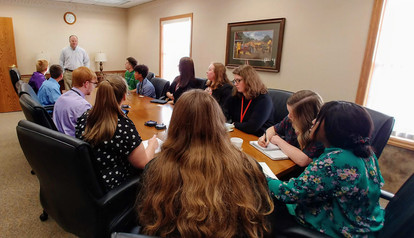 CEO Students visit Bushnell Banking Center