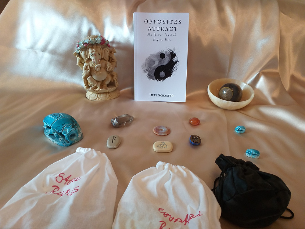 This week's oracle card reading by Tirza Schaefer