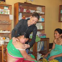 Praxis für Akupunktur und Chinesische Medizin -  Isabella Rösinger in Wiesbaden.  Das Projekt in der Benchen Free Clinic beschreibt eine Voluntärstätigkeit in Nepal. Dort wird in einer freien Klinik Akupunktur angeboten. Praxis für Akupunktur und Chinesische Medizin -  Isabella Rösinger in Wiesbaden.  Das Projekt in der Benchen Free Clinic beschreibt eine Voluntärstätigkeit in Nepal. Dort wird in einer freien Klinik Akupunktur angeboten.