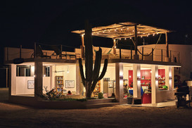 La ventana Hostel at night