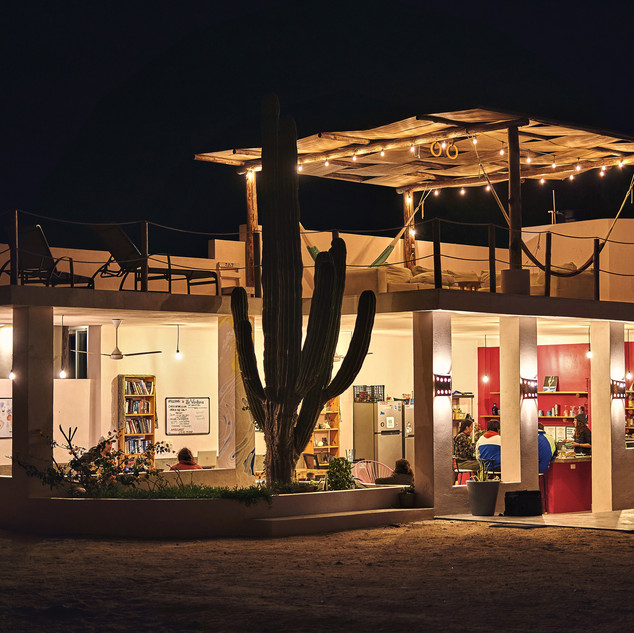La ventana Hostel at night