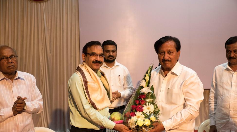 Hon Vijay Dada with Dr Dixit at DMC function